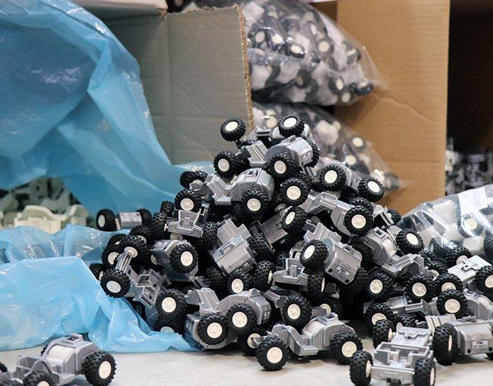 sorting-plastic-components